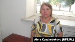 Жительница поселка Акжар Мира Орынбаева. 10 июля 2014 года.