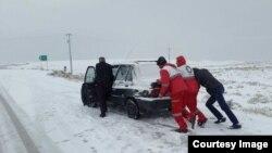 بارش شدید برف در ۱۸ استان ایران باعث بسته شدن راهها و لغو پروازها در تعدادی از استانها و قطع برق در استان گیلان شد