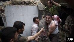Жарылыстан жан сауғалап бара жатқан адамдар. Алеппо, Сирия, 17 қазан 2012 жыл.