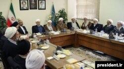 دیدار حسن روحانی با اعضای جامعه مدرسین قم پس از پیروزی در انتخابات.