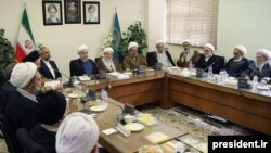 President Hassan Rouhani visiting the Society of Seminary Teachers of Qom. Next to him at the head of the table is Ayatollah Yazdi. (File photo)