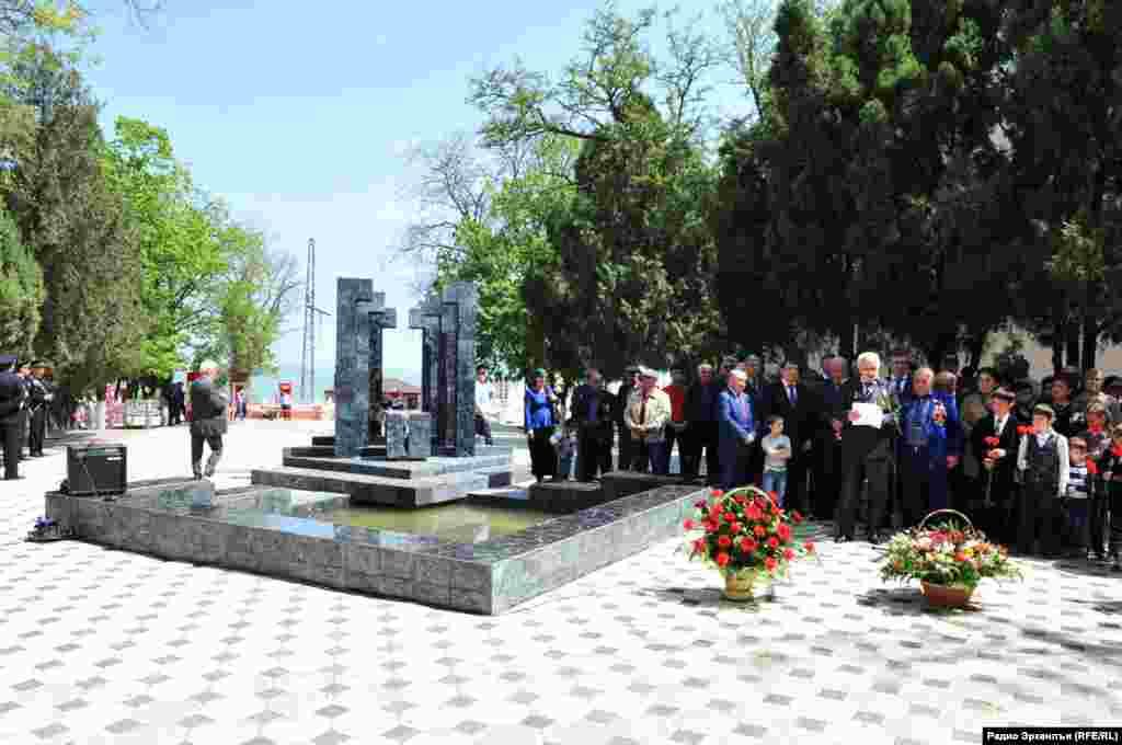 Чернобылалъулал ракIалдещвезариялъе лъураб мемориалалда аскIоб митинг рагьулеб лахIзат