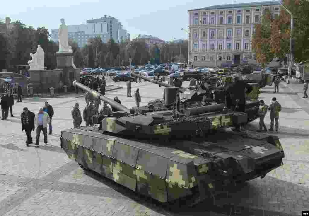 На армейской выставке в украинской столице.