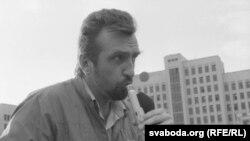 Яўген Новікаў на мітынгу БНФ, жнівкень 1991 года.