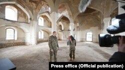 Ильхам Алиев и Мехрибан Алиева в Агдамской мечети
