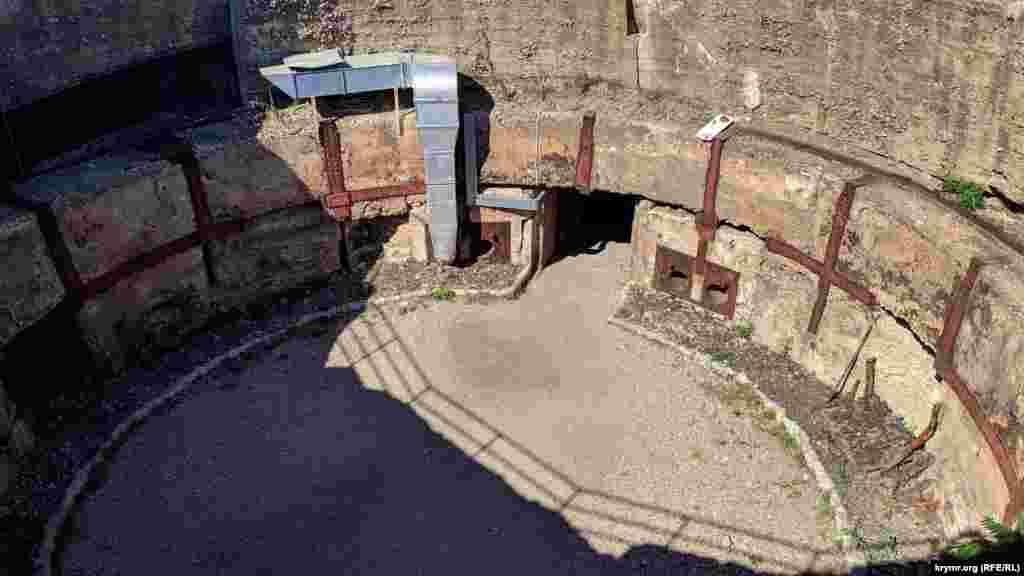 Гніздо вежі №2 дає уявлення про те, яким величезним було озброєння