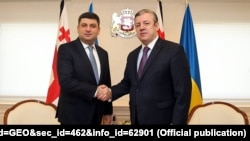 Владимир Гройсман (слева) с тогдашним премьер-министром Грузии Георгием Квирикашвили во время визита в Тбилиси, ноябрь 2017 г.