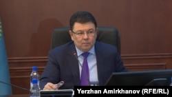 Министр энергетики Казахстана Канат Бозумбаев на пресс-конференции в Астане, 15 ноября 2018 года.