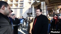 Armenia - Prosperous Armenia Party leader Gagik Tsarukian walks out of the venue of a cancelled conference outside Yerevan, 20Jan2015.