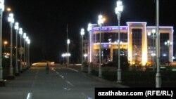 Ночной Туркменабат (архивное фото)