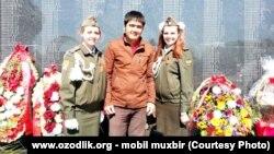 Жители Ташкента в День памяти и почестей, который ежегодно отмечается 9 мая.