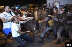 Ciocniri ale protestarilor cu poliția la Erevan