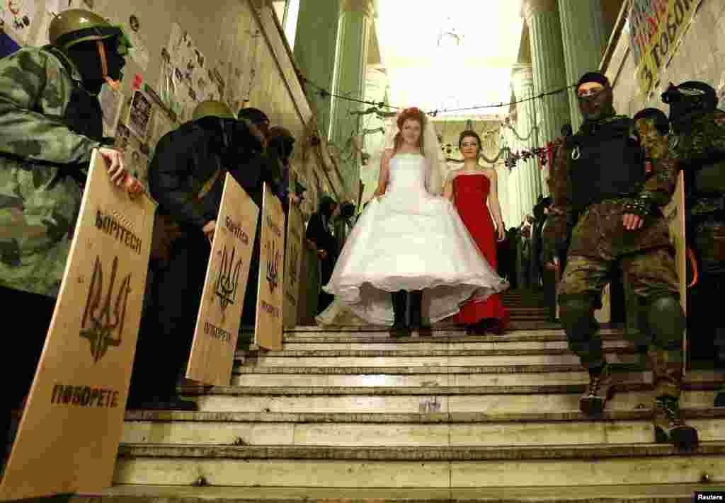 Ukrainian anti-government protester Yulia, 25, arrives for her wedding ceremony in a city municipality building occupied by anti-government protesters in Kyiv February 5, 2014.