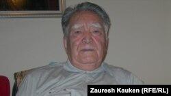 Профессор, музыка зерттеуші Пернебек Момынұлы. Алматы, 6 мамыр 2014 жыл.