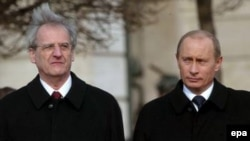 В Прагу Владимир Путин прилетает из Будапешта, где он занимался расширением экономического и культурного сотрудничества России и Венгрии