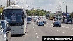 Аўтобусы з удзельнікамі праўладнага мітынгу на Плошчы незалежнасьці 16 жніўня