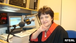 Жәмила Стехликова Азаттық радиосының студиясында. Прага, ақпан, 2009 жыл.