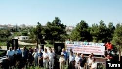 Jurnalistlər Həmrəylik Gününü Elmar Hüseynovun məzarını ziyarətlə qeyd ediblər