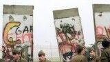 Începutul demolării zidului la 11.11.89