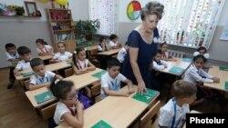 Երևանյան դպրոցներից մեկում, արխիվ