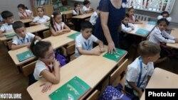 Հայաստանյան դպրոցներից մեկում, արխիվ