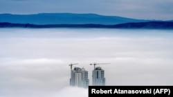 Република Македонија: фотографија од планината Водно за време на високи концентрации на загадувачи во воздухот во Скопје.
