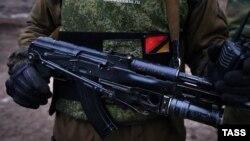 Российские власти категорически отрицают участие своих солдат в боевых действиях в Донбассе