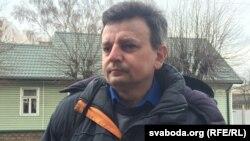 Рыгор Грык каля суду ў Баранавічах