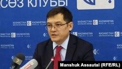 Адвокат Салимжан Мусин выступает на пресс-конференции. Алматы, 14 января 2020 года.