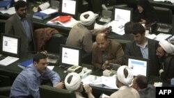 Илустрација: Пратеници во иранскиот парламент.
