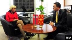Средба на министерите за одбрана на Македонија и Норвешка Ан-Грете Стром Ериксен и Фатмир Бесими, Скопје, Македонија