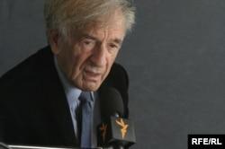 Elie Wiesel talks to RFE/RL at Forum 2000 in Prague in 2006.