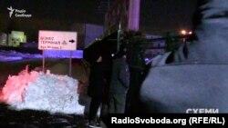 Охоронці Медведчука перешкоджають зйомці