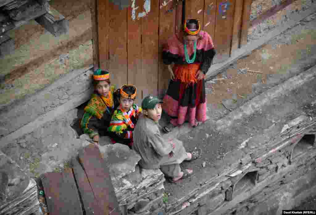 While Kalash men dress in a style almost indistinguishable from Muslims of the region, the clothes of the women and girls jingle with shells and gems that they weave into their clothing.