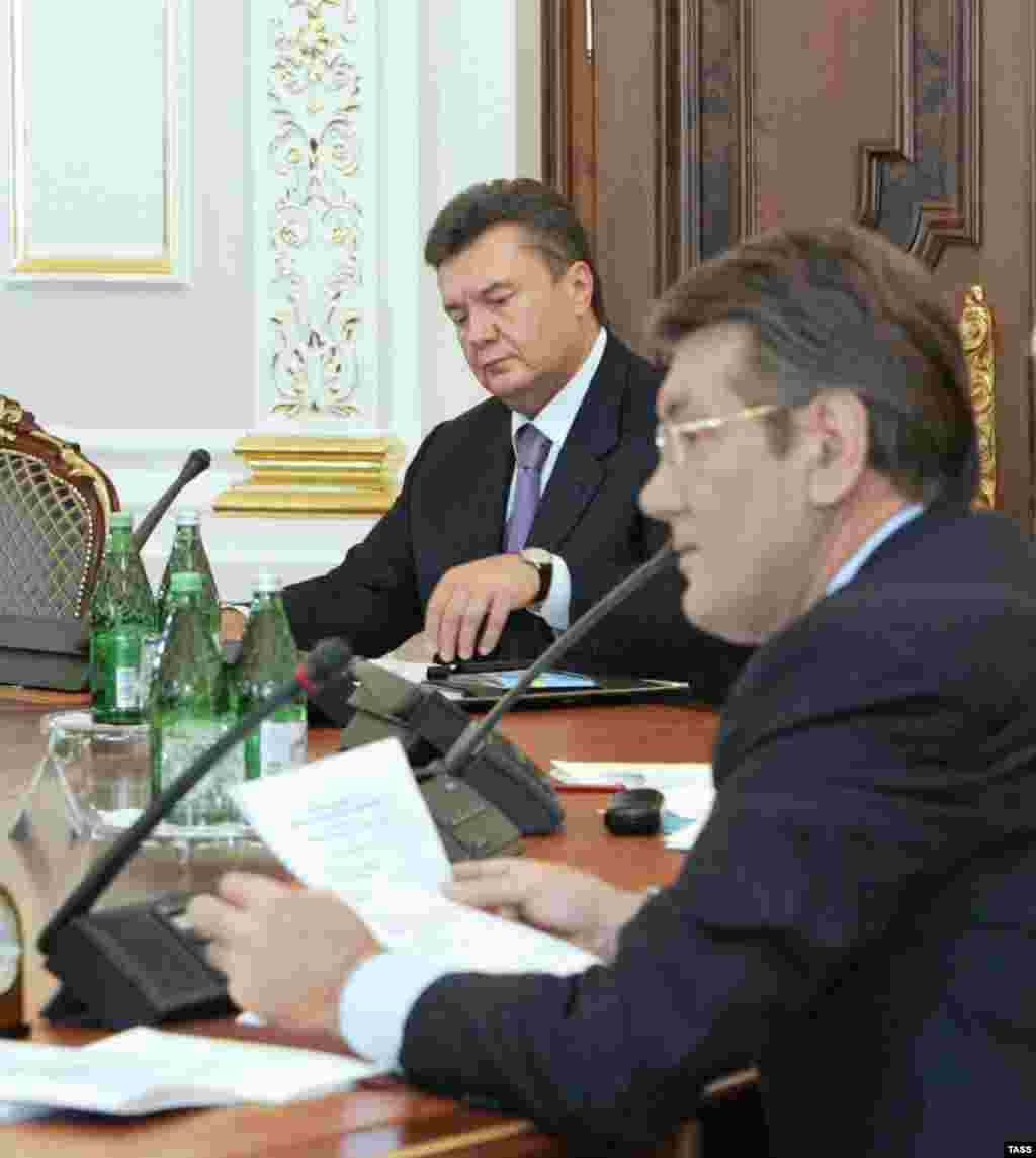"President Viktor Yushchenko (foreground) with Viktor Yanukovych at talks on forming a government on July 27, 2006 - Ukraine's indecisive March parliamentary elections led to months of political wrangling between the allies of the Orange Revolution and the ""blue"" team of former Prime Minister Viktor Yanukovych. In October, Yanukovych was returned to that post, and RFE/RL hosted a briefing to look at the situation in Kyiv. Listen to the briefing: Real Audio  Windows Media"