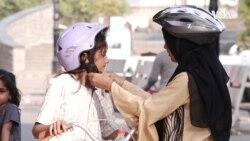 Vajzat përdorin biçikletat për të drejtat e tyre në Pakistan