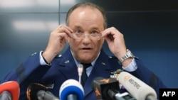 Генерал Филип Бридлав на пресс-конференции в Киеве в ноябре 2014 г.