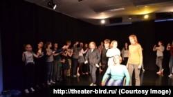 """В театре """"Птица"""" играют дети-инвалиды и их родители. Источник фото: theater-bird.ru/"""
