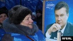 Сторонница Януковича явно довольна результатами выборов