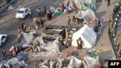 Vojska uklanja šatore sa Trga Tahrir u Kairu, 13. februar 2011.