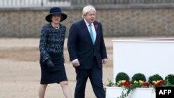 ترزا می نخستوزیر و بوریس جانسون وزیر خارجه بریتانیا