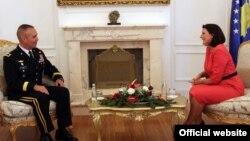 Presidentja Atifete Jahjaga dhe gjenerali Timoty Orr