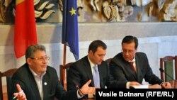 O coaliție în criză: Mihai Ghimpu, Vlad FIlat, Marian Lupu.