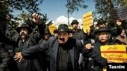 تعدادی از افراد که با عنوان «کلاه مخملی» شناخته میشوند نیز در این تظاهرات حضور داشتند.