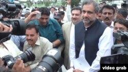 Шахид Хакан Аббаси (справа на переднем плане), премьер-министр Пакистана.