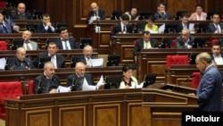 Спикер Национального Собрания Овик Абрамян ведет заседение парламента (архивная фотография)