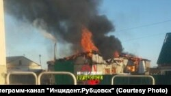 Пожар в селе Безрукавка в Алтайском крае