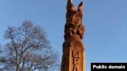 Этнопаркта агачтан төрле сыннар ясап куелган