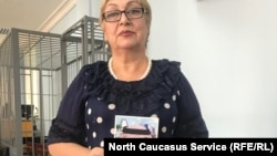 Гульнара Багаутдинова, мать убитого с фотографией сына