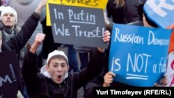 """На митинге сторонников """"Единой России"""" на Манежной площади в Москве, 12 декабря 2011"""
